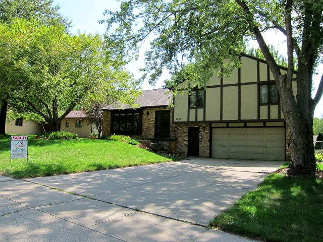 1229 Oakes Dr Iowa City - Sold